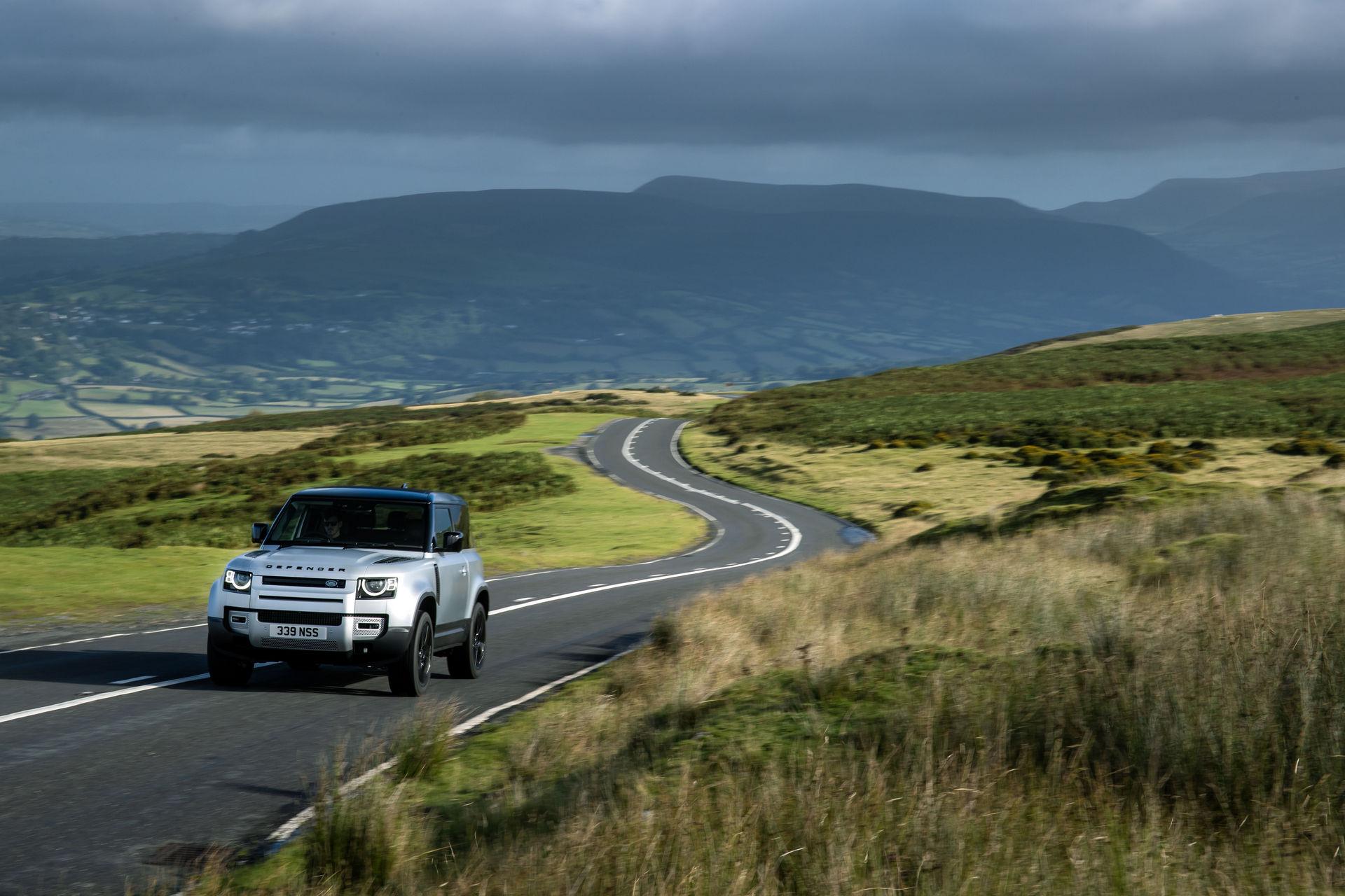 Land Rover Defender P400e plug-in hybrid - AVTOKLUB.mk